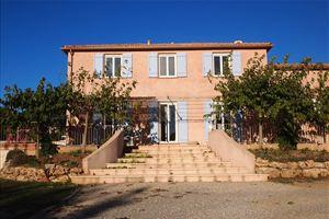 VILLECROZE  Villa 5 chambres et bureau sur 3000 m² avec piscine