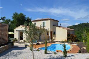 VIDAUBAN villa réçente très bon état sur 1300 m² de 3 chambres avec piscine