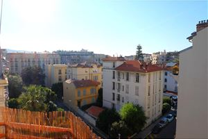 APPARTEMENT T3 A NICE