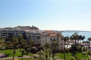 CANNES CROISETTE GRAND HOTEL  VUE MER